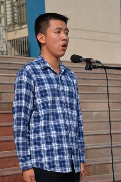 徐鹤鸣朗诵《沁园春 雪》-金秋诗韵 2015年黄冈中学高一年级诗歌朗诵